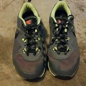 Dual Fusion Trail Nike Sneakers
